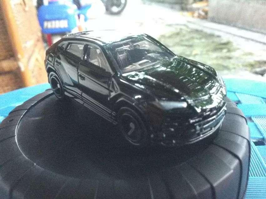 Tomica Lamborghini Urus 0