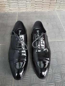 Sepatu PDH merek playboy