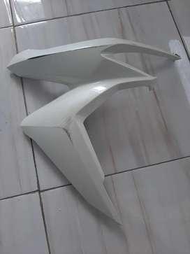 Deck sayap kanan vario 150 2019 putih