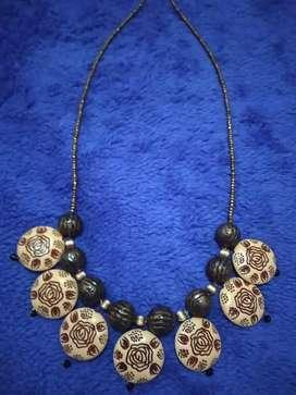 Kalung modis dihiasi payet tembaga