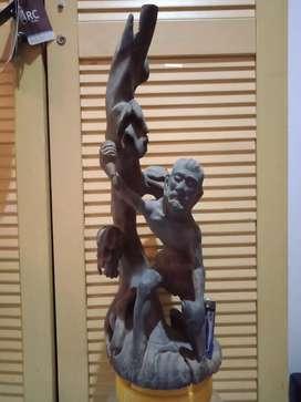 Patung kayu primitif