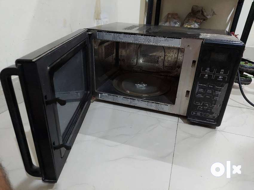 Gently used microwave convection oven, grill & convection feature