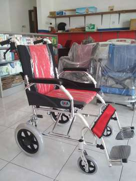Kursi roda travelling gea merah