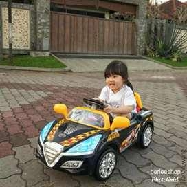 Mobil Aki Anak Sedan Sporty + Remote / Mainan Mobil Mini Balita Bagus
