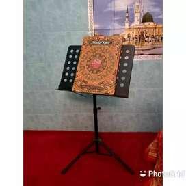 Mushaf Besar Dengan Standing Book Untuk Hafalan