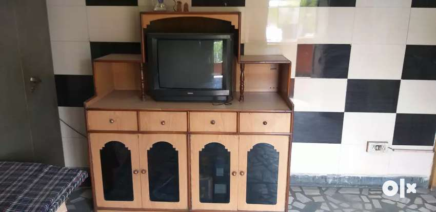 Crockery set and TV for sale 0