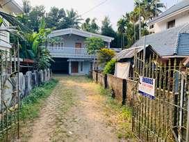 Aluva athani 14cent old house 2200sqft 65Lakh