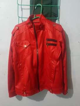 Jeket kulit warna merah