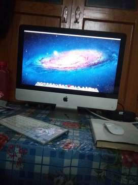 IMAC 21.5 in brand new condition...