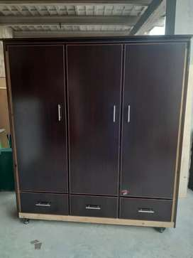 Three doors wardrobe Almari with three drawers made by platinum