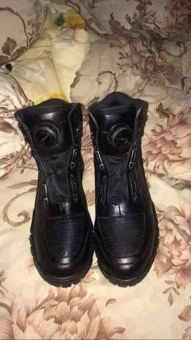 Dijual sepatu tactical baru sekali dipakai, dijual karena kebesaran