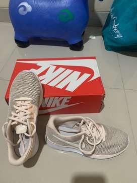 Sepatu running nike ori