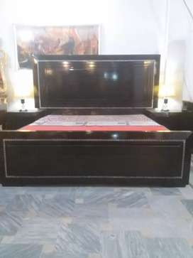 Bed set with side tables and dressing