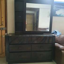 Dressing table with 6 drawers & sliding mirror