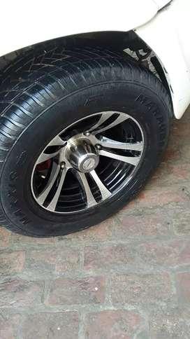 Scorpio and bolero k liye bhut gjb wheel hai 275/60R16 size h tyre ka