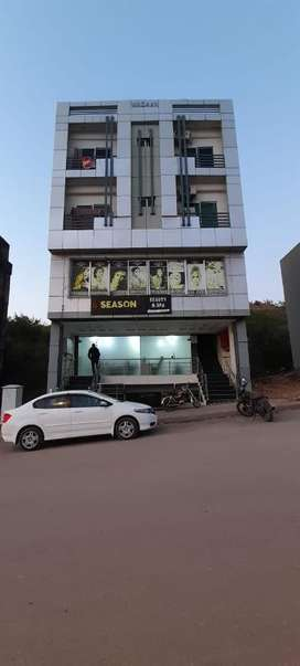 Plaza for sale In Bahria Linear commercial Monthly rent coming 1 lakh