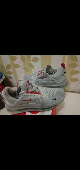 Sepatu airmax nike abu uk. 42