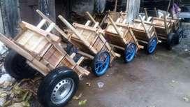 Gerobak kayu dan besi