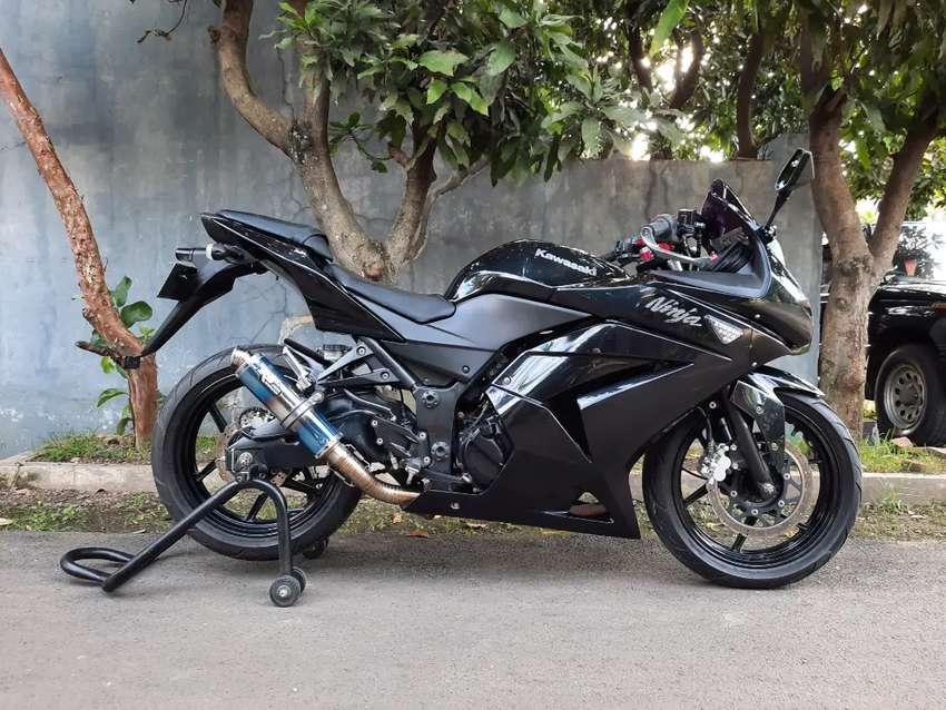 Kawasaki Ninja 250 2011 Hitam Karbu Built Up Istimewa Terawat 0