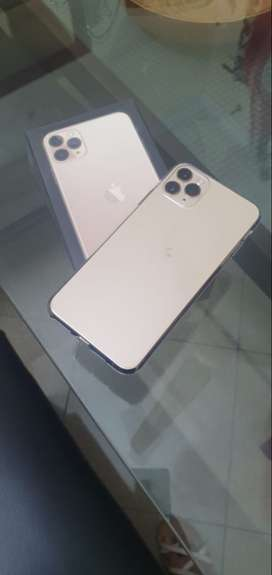 iphone 11 pro Max like brand new 10/10