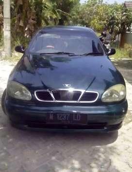 Mobil sedan daewo Lanos 2002