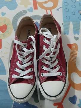 Sepatu converse maroon