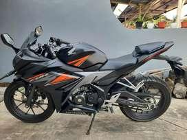 Di jual motor cbr warna black mate orange