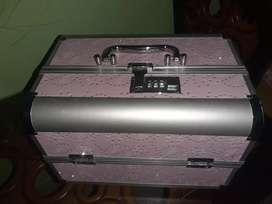 Box make up warna pink kalem