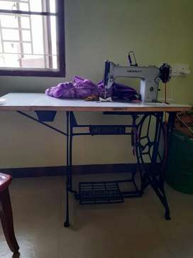 Meritt Sewing machine with stand and motor