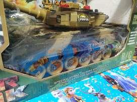 rc tank war baru gede yah bisa di cas