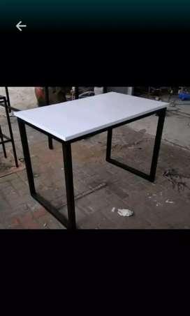 Penjual meja karasal
