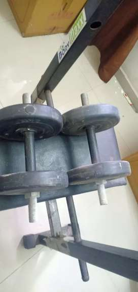 Gym machines with 2,2.5,5 ,10 kg dumbles