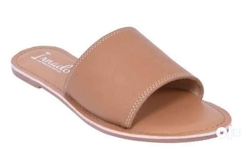 Flat women casual footwear