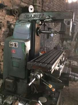 Milling machine with 360 angle rotating Vertical Head