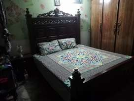 Full size bed with 2 side tables +dressing like new