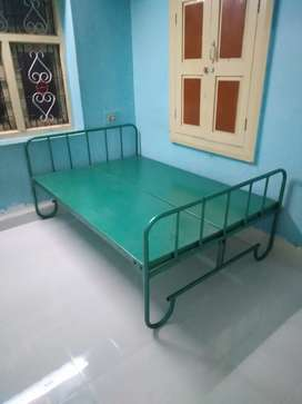 Cot  4/6 size