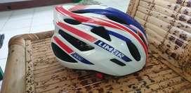Helm sepeda merek LIMAR 555