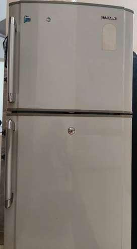 260L Samsung fridge in gray colour