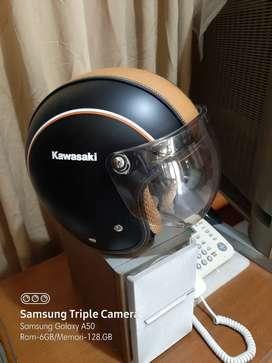 Helm kawasaki hitam coklat
