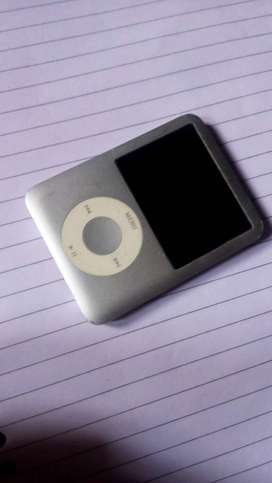 Apple ipod nano 3rd gen. price negotiable exchange it with 1 plus 1
