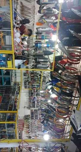 Lowongan kerja mekanik pasang aksesories motor