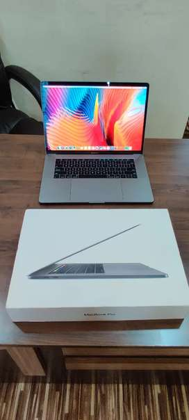 MacBook Pro i7, 16GB,500GB,6GB Graphics