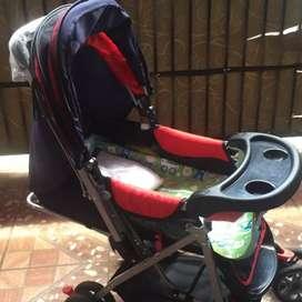 Stroller bayi warna merah