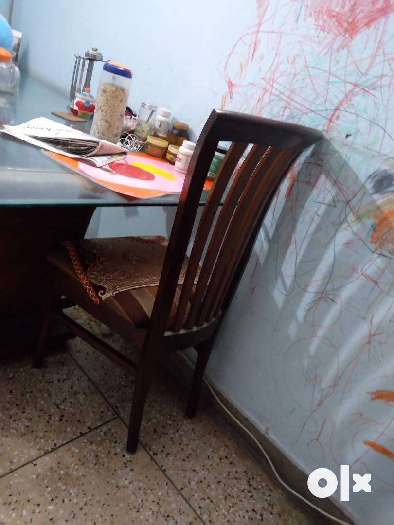 Glass dining table in well condition used only 2year actual cost 45000 0