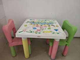 Meja kotak dan 2 kursi (1set)
