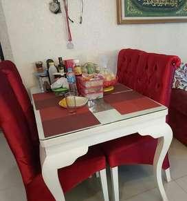 Meja makan 4 kursi mewah dan berkualitas