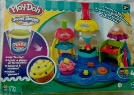 Hasbro Play Doh Frosting Fun Bakery Cake & Cupcake Set (without clay)