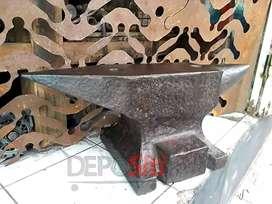 Paron Anvil Landasan Besi Tua Lawas Antik Vintage Industrial Pande