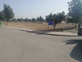 5 Marla cheapest plot available in jinnah block very best price