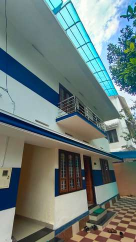 3 BEDROOM FIRST FLOOR HOUSE FOR RENT AT SASTHAMANGALAM FOR BACHELORS
